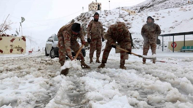 Над 100 вече са жертвите при най-тежкия снеговалеж в историята на Пакистан