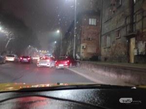 Лек автомобил се натресе в оградата до Бетонния мост