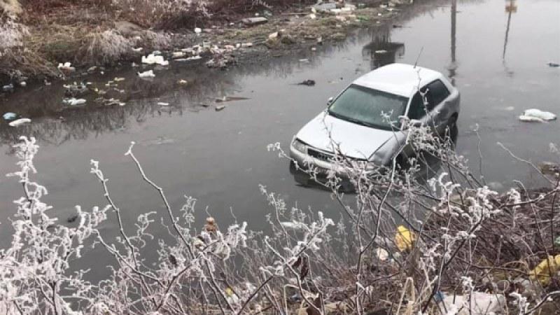 Кола падна във Владайска река, издирват шофьора