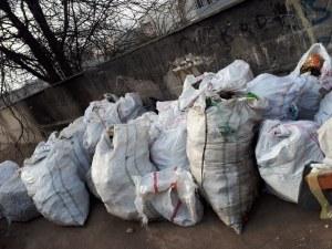 Събраха цял камион боклуци от река Марица в Пловдив