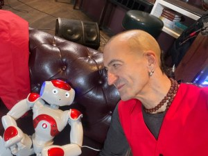 Робот-хуманоид ще води ново предаване по БНТ