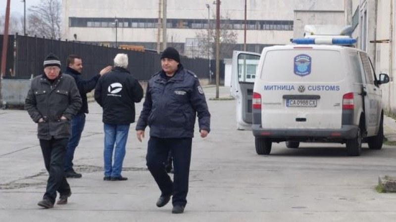 Няма и следа от крадците, обрали митницата в Благоевград