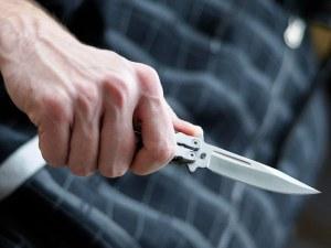 Намушкаха с нож дете пред погледа на майка му в Англия