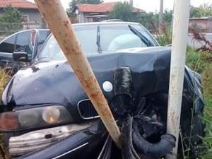 Пиян заби мерцедеса си в стълб, още по-пиян и надрусан отнесе стена на къща в Пловдивско