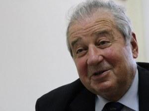 Погребват бившия шеф на парламента Благовест Сендов в родния му Асеновград