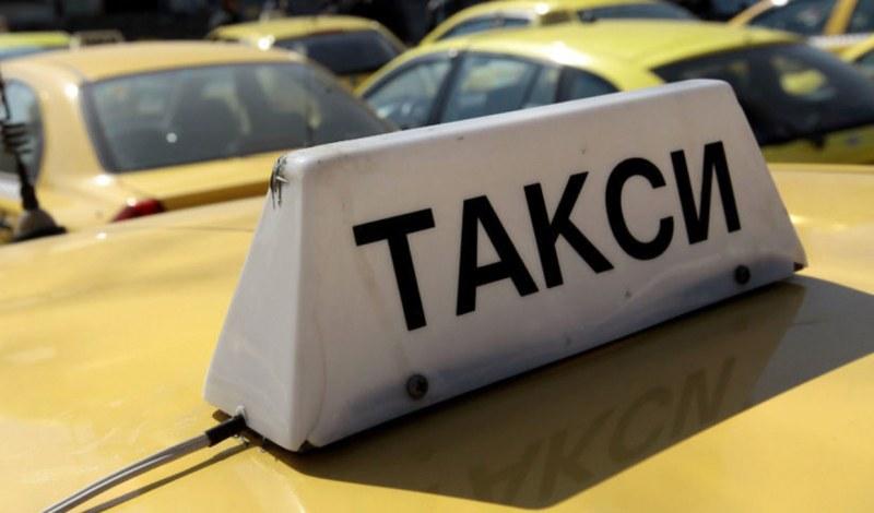 Пиян задигна такси от София! Полицаи го спипаха във Велинград