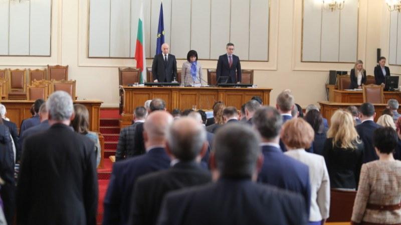 Депутатите почетоха с минута мълчание Благовест Сендов