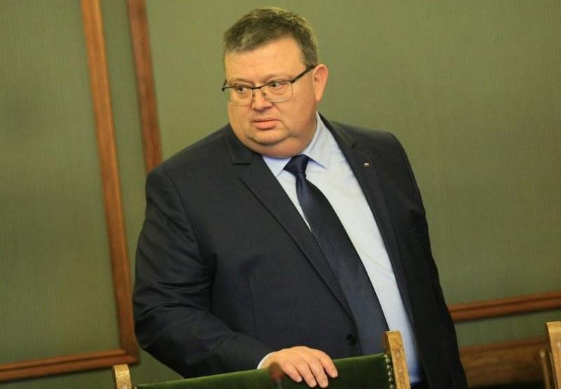 Цацаров разследва началника на НСО, бившия директор на БНР и ректор