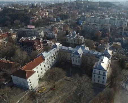 Бащата, вилнял в час по химия в Пловдив, го грози затвор, учителката излезе в болнични