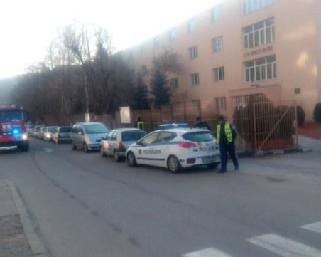 Евакуират училище заради сигнал за бомба