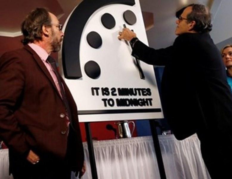 Човечеството по-близо до гибел от когато и да било! Часовникът на Страшния съд се приближи на 100 сек до полунощ