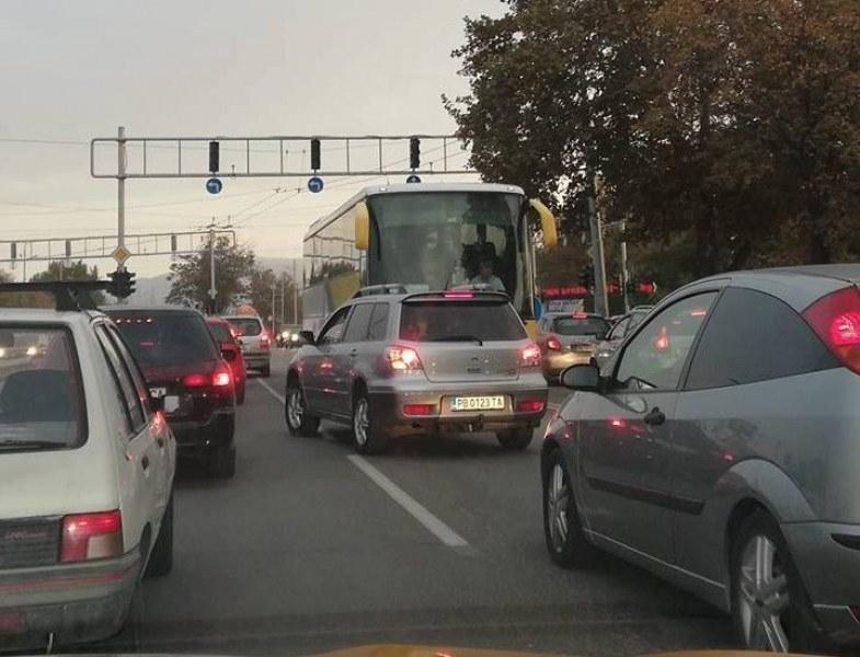 Две натоварени кръстовища в Пловдив с нова организация на движението