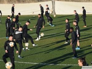 Локомотив започна с победа контролите си в Турция
