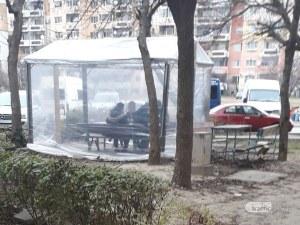 Превъзбудени тийнейджъри подлудиха цял блок в Тракия, пият и викат до среднощ
