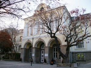 Задържаха бащата, нахлул в училище в Пловдив и заплашил учителка с убийство