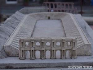 Започват нови преговори за отварянето на Римския стадион под магазин H&M