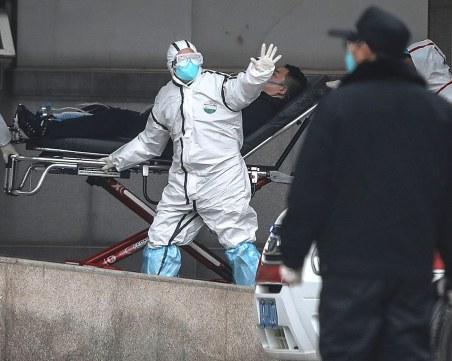 Медии публикуват кадри с падащи хора по улиците в Китай заради коронавируса