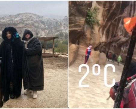 Порой удави Мегз и майка й в Йордания
