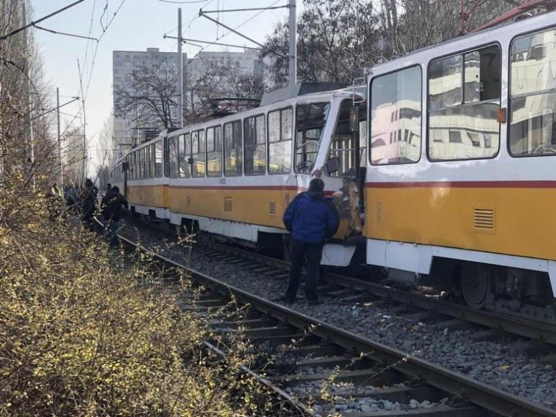 Какво е състоянието на пострадалите при инцидента с 4 трамвая, при който загина мъж?