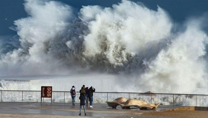 Расте броят на жертвите от бурята Глория в Испания