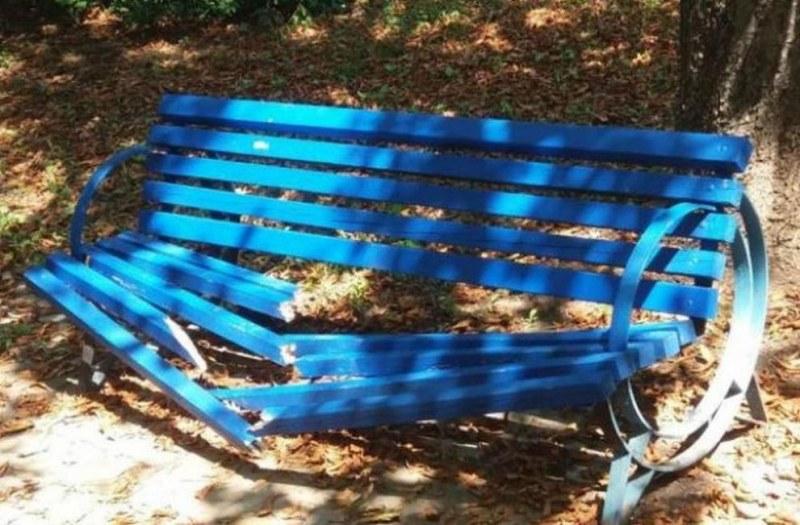 Тийн вандали превърнаха детски парк в развалина