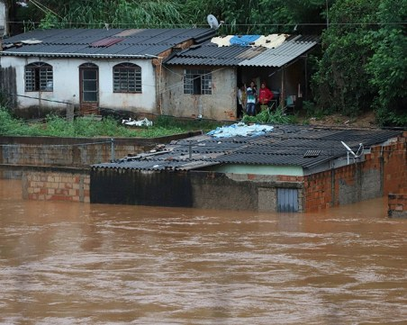 Близо 40 загинали при огромните наводнения в Бразилия