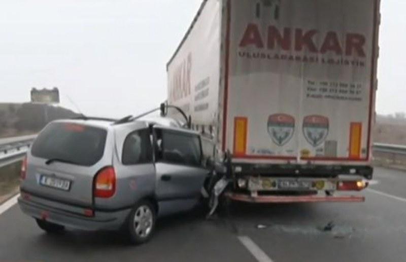 Тежка катастрофа затвори магистрала