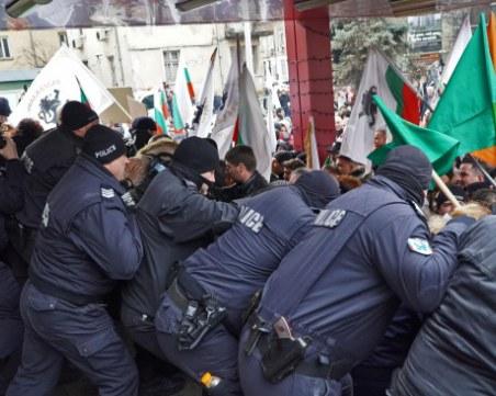 Арестуваха четирима от протеста, нападнали полицаи – може да лежат в затвора до 5 години