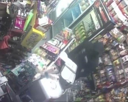 Четирима маскирани нападнаха продавач, обраха денонощен магазин
