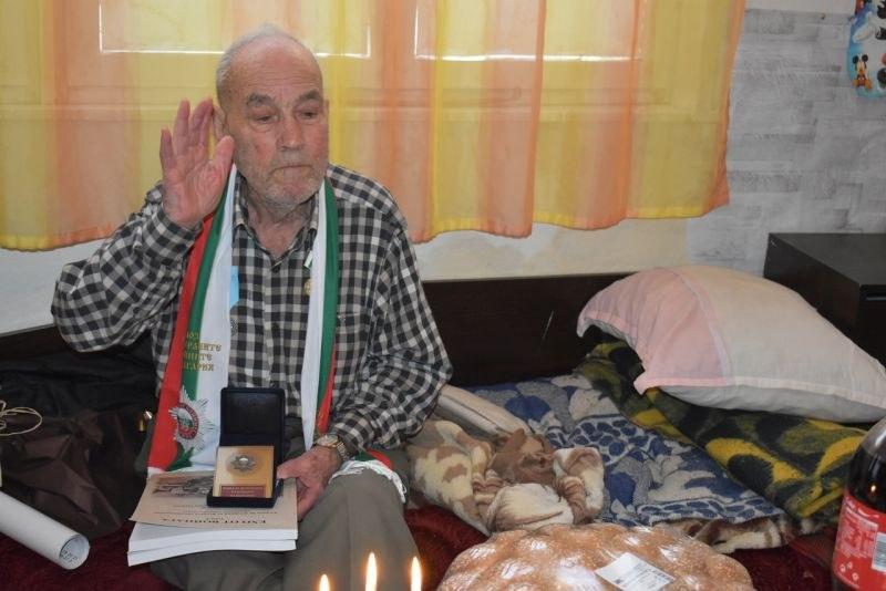 На 100 години дядо Идриз от Асеновград не пие лекарства и е с кръвно на спортист