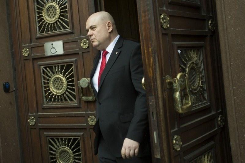 СРС на разговор между шефа на ВСС и президента: Каквото можем - ще покрием