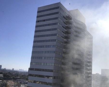 Голям пожар в Лос Анджелис, хора скачат от прозорците