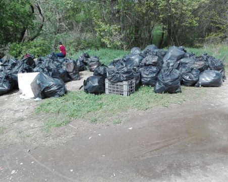 Откриха чували с боклуци в река Струма