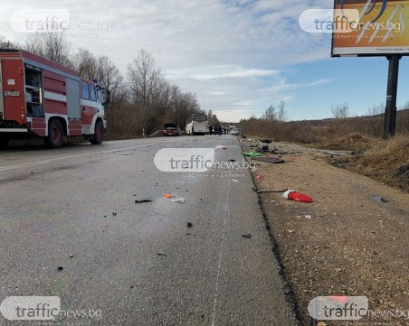 Жена и дете са в болница след мелето между автобус и три коли