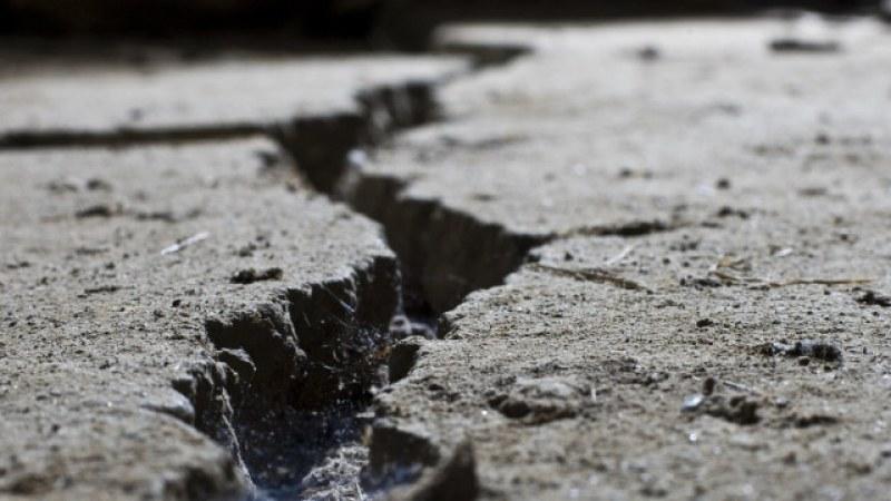 Силно земетресение разтресе Индонезия
