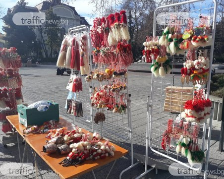 Пролетта чука на вратата! Пловдивчанка изкара първите мартеници – бори китайската конкуренция