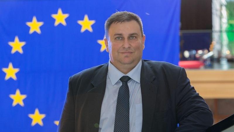Емил Радев: От 2021 г. гражданите на ЕС вероятно ще пътуват до Великобритания с паспорт