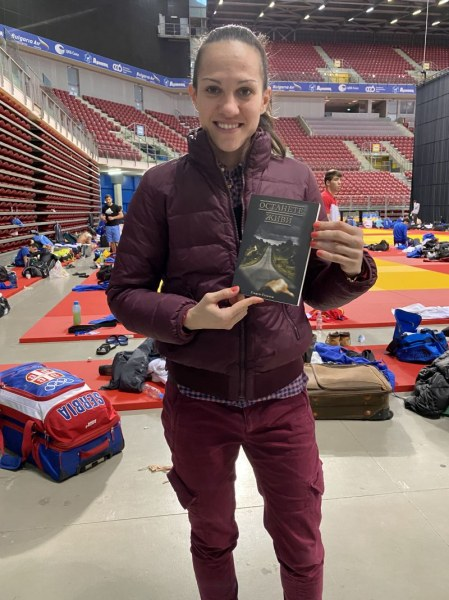 Останете живи! Златната Станимира Петрова подкрепи кампания срещу войната по пътищата