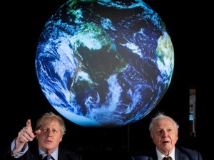 Великобритания забранява новите бензинови и дизелови коли от 2035 година