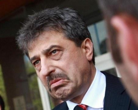 Главният прокурор погна и Цветан Василев