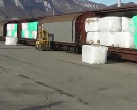 Товарят в кораби контейнери с боклук от Варна за Италия