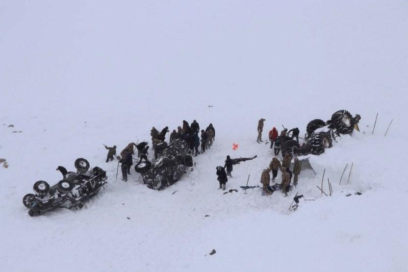 Най-малко 33 жертви на лавината в Турция, броят на загиналите расте