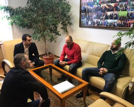 Феновете на Локо се срещнаха със спортния министър