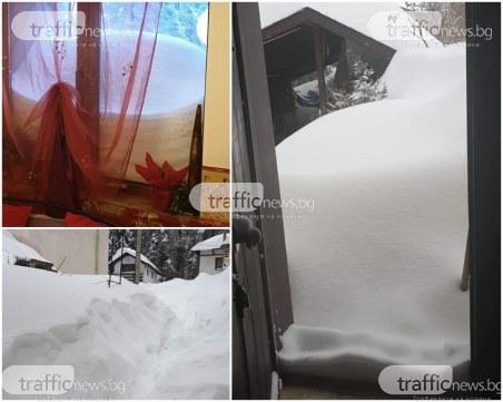 Пловдивчани блокирани в родопски села! Огромни преспи сняг затрупаха пътищата