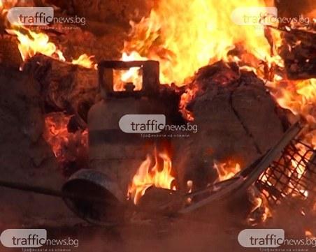 Взрив и пожар в Калофер, пожарни със сирени са на мястото!