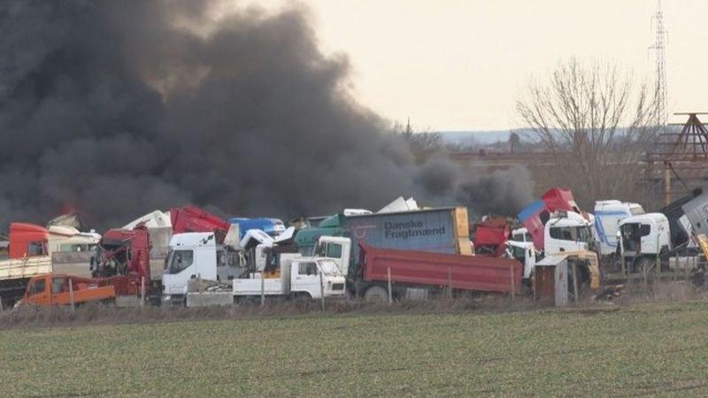 Пожар избухна в автоморга в Ямбол