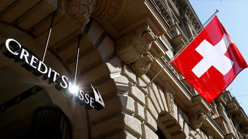 Шеф на швейцарска банка напусна със скандал