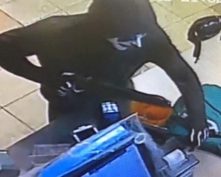 Маскиран нахлу с нож в магазин в спа курорта Велинград, арестуваха го