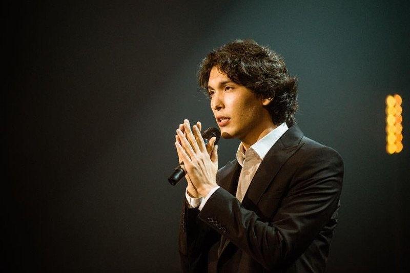 Алибек Aлмадиев - най-младият глас на легендарния хор, който ще радва пловдивската публика