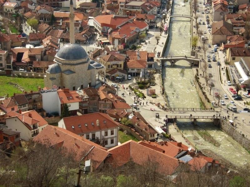 Заплатите на премиера и министрите в Косово - наполовина